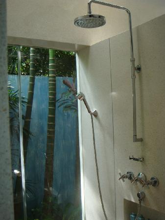 Four Seasons Resort Koh Samui Thailand : Rain Shower