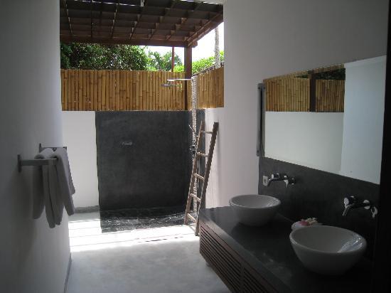 Bali Hotel Pearl : La salle de bains