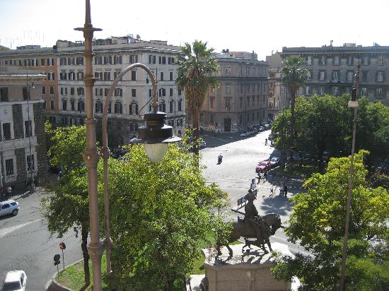Vatican Vista : View of the square