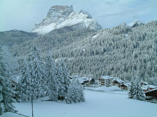 San Vito di Cadore, Italy: Monte Pelmo dalal mia finestra Hotel 5.03.08