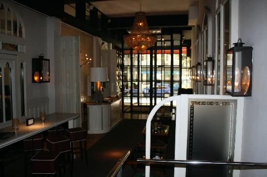 โฮเต็ล มาร์คเก็ท: The restaurant lobby