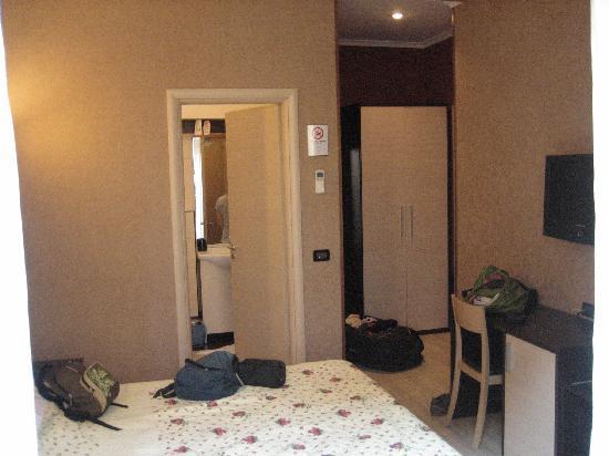 La Casa di Maurizio Bed & Breakfast: Chambre + SdB