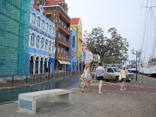Playa forti picture of willemstad curacao tripadvisor for Arquitectura holandesa