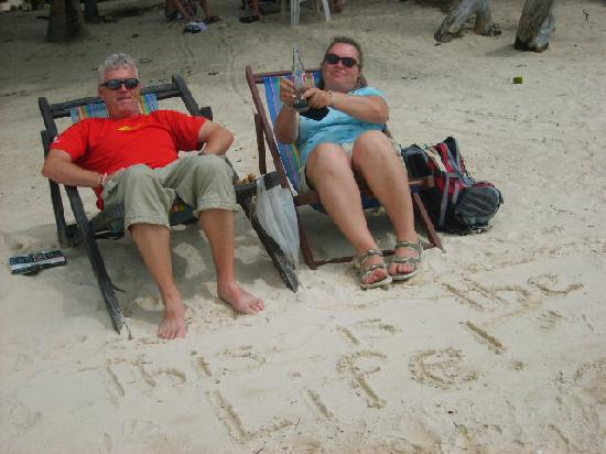 Sea Scene Resort: Relaxing on the beach