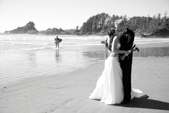 Long Beach Lodge Resort: Kissing on the beach