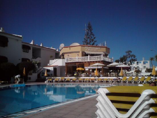 Neptuno Aparthotel: Pool area again