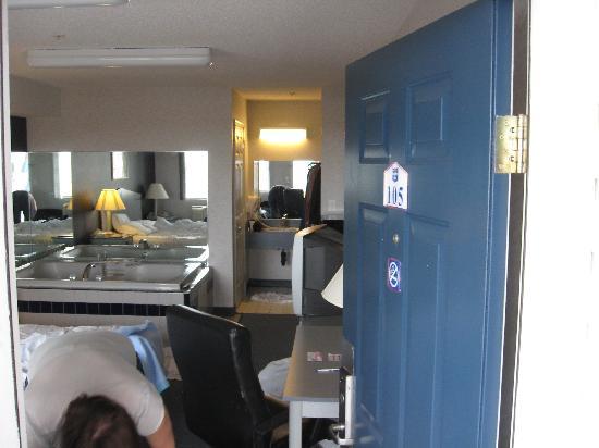 Inn Atlantic City Absecon: Front door.