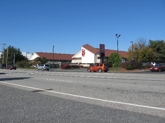 Red Roof Inn Boston - Southborough/Worcester: From across the street