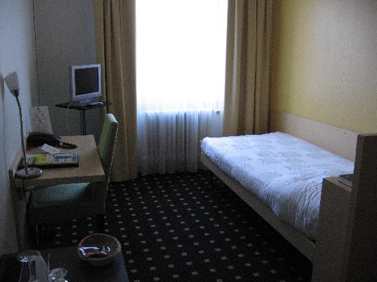 Basilisk Hotel : Room 335