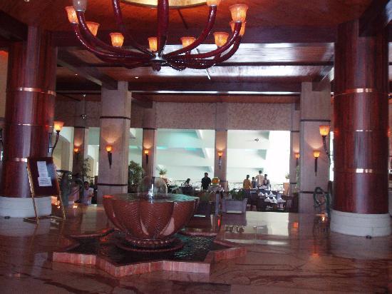 Fariyas Resort Lonavala: Lobby