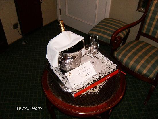 Hotel Prinsenhof Bruges: complimentary champagne