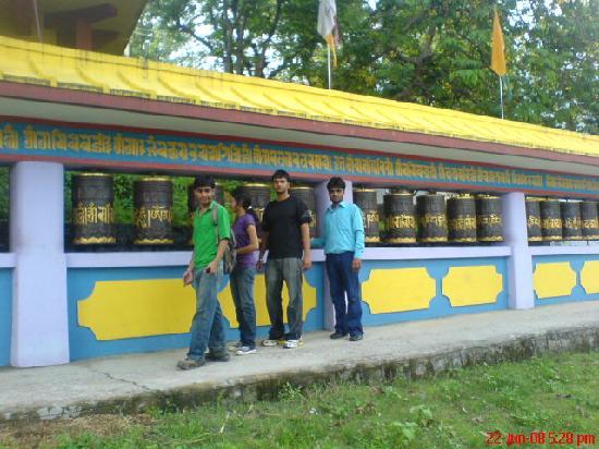 Tashi Jong Buddhist Monastery : The prayer wheelz!