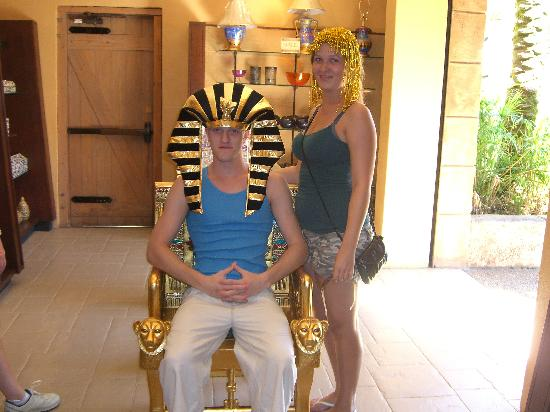 Orlando, Floride : hats on in Egypt Busch Gardens Oct 2008