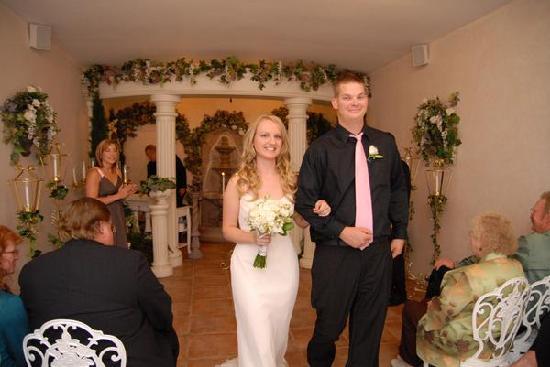 Vegas Wedding Chapel I Now Ounce You Husband And Wife