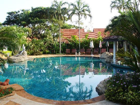 Golden Pine Resort: pool