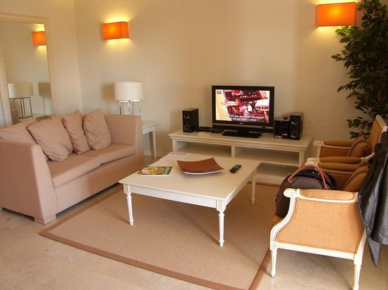 Monte Santo Resort: Living area of 1 bed ground floor apartment