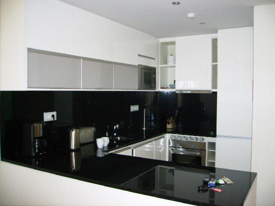 Monte Santo Resort: Kitchen area of 1 bed ground floor apartment