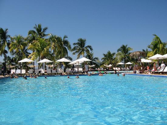 Club Med Ixtapa Pacific: The pool area