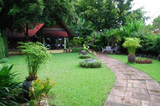 Baan Kaew Guesthouse: Le jardin