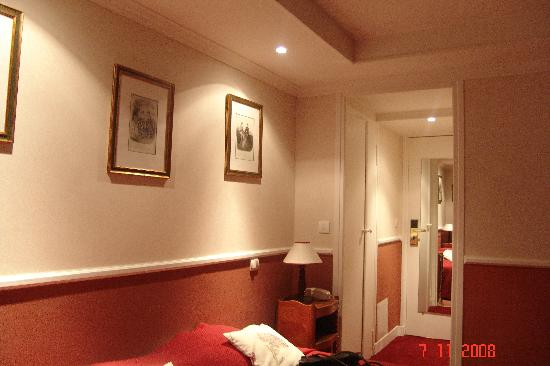 Hotel des Arts: una habitación