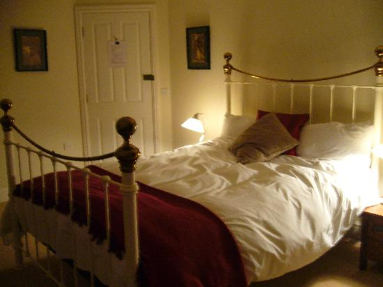 The White Horse Inn & Restaurant: really comfy bed