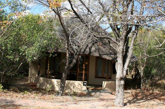 andBeyond Ngala Safari Lodge: Unser Zimmer von außen