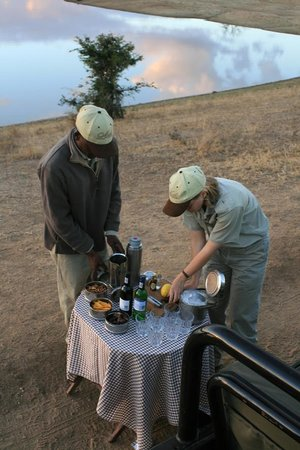 andBeyond Ngala Safari Lodge: Sundowner am Wasserloch