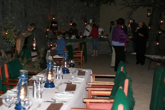 andBeyond Ngala Safari Lodge: beim Abendessen