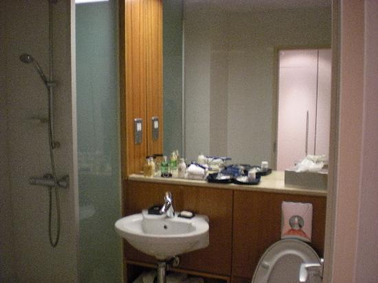 Apex City of Edinburgh Hotel: Bathroon at Apex City