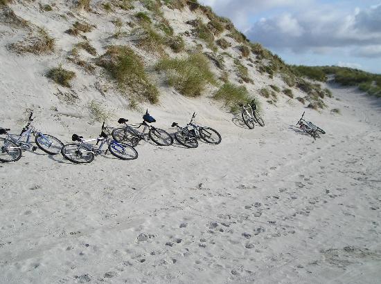 Hamersay House: Berneray cycle club!