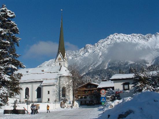 Waldrand: ski bus stop in Scheffau