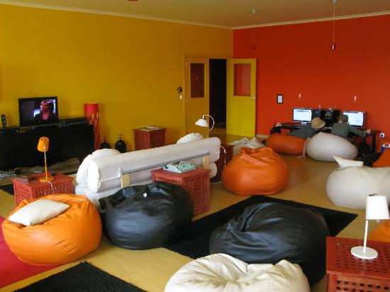 Lisbon Poets Hostel: common room: beenbags and Tv