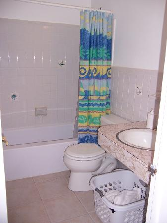 Pineapple Place Apartments: Bathroom
