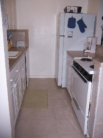 Pineapple Place Apartments: Kitchen