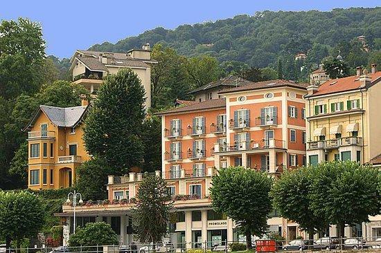 Hotel Residence La Luna Nel Porto: Vue sur l'hôtel depuis le port