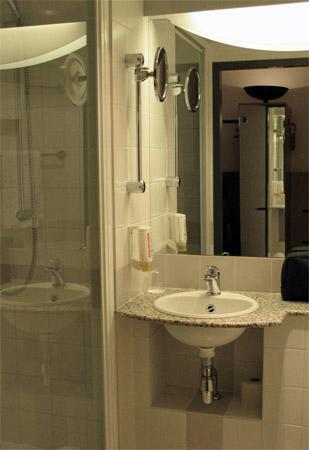 IntercityHotel Gelsenkirchen: Intercity Gelsenkirchen - bathroom
