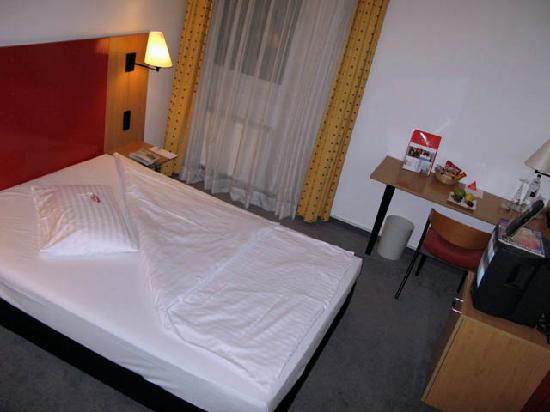 Intercity Hotel Gelsenkirchen: Intercity Gelsenkirchen - room overview