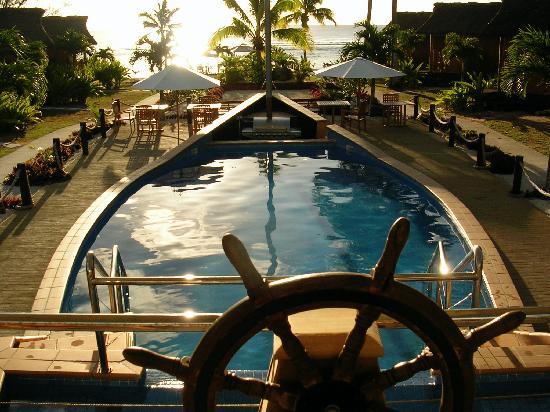 Magic Reef Bungalows: The pool