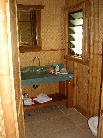 Magic Reef Bungalows: indoor toilet