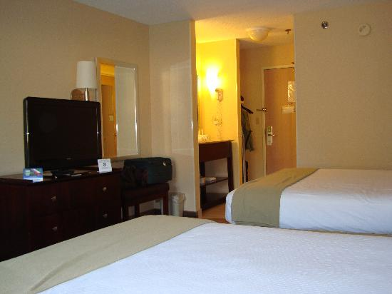 Holiday Inn Express Hotel & Suites Hannibal: the room