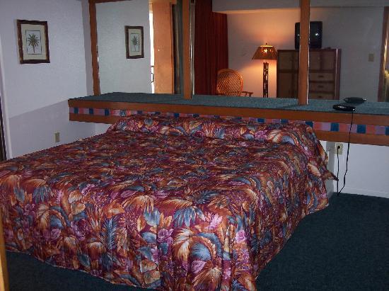 Oceanique Resort: Master bedroom