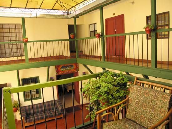Hostal Mallqui: courtyard lobby