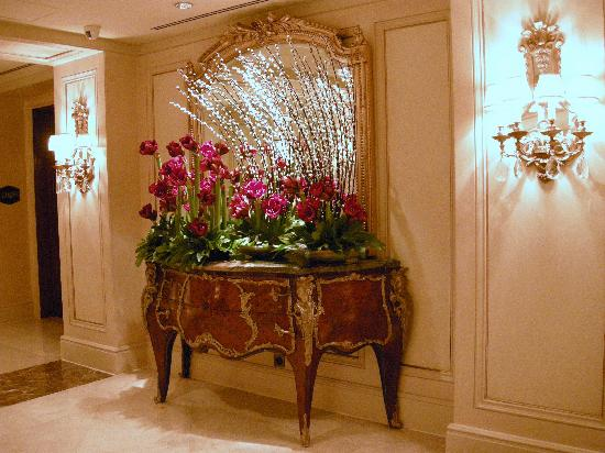 Four Seasons Hotel Cairo at the First Residence: One of the many floral displays