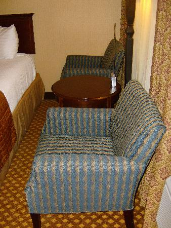 Holiday Inn San Antonio Downtown Market Square: This double room has two chairs.