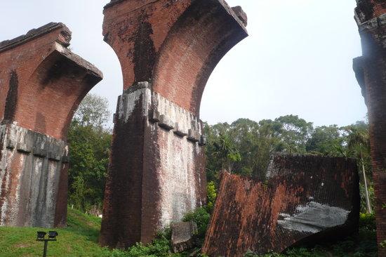 Sanyi, Miaoli: lungsheng fallen bridge