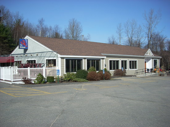Val's Restaurant & Pizza: Val's was completely renovated a few years ago.