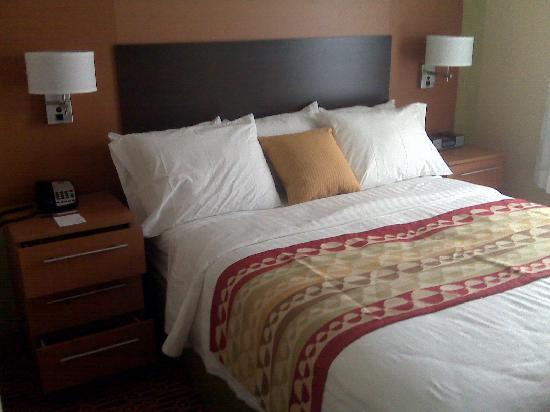 TownePlace Suites Arundel Mills BWI Airport: 1st queen bedroom