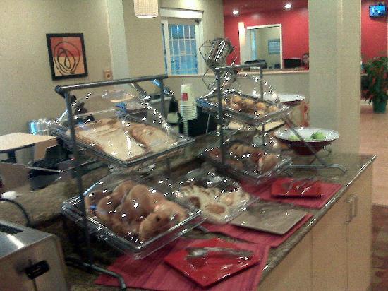 TownePlace Suites Arundel Mills BWI Airport: Self serve breakfast