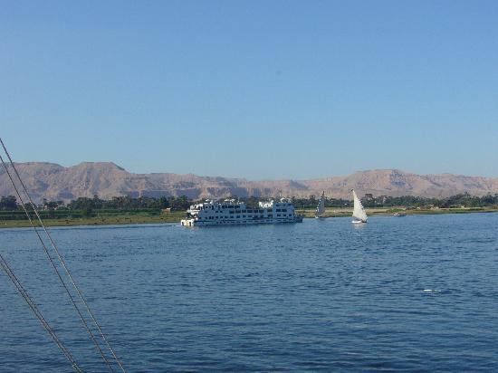 Steigenberger Nile Palace Luxor : view across nile from pool terrace
