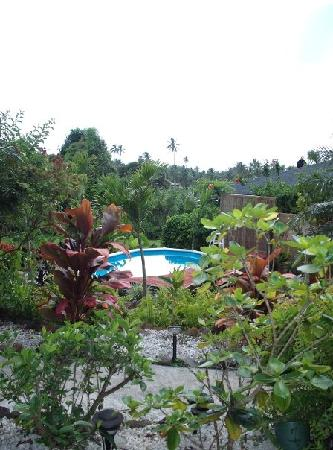 Muri Retreat: landscaped gardens and pool